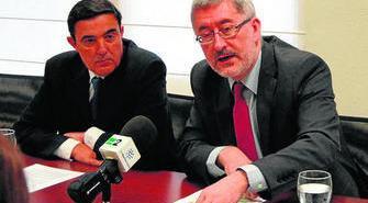El alcalde de Zalamea con un consejero de la Junta.