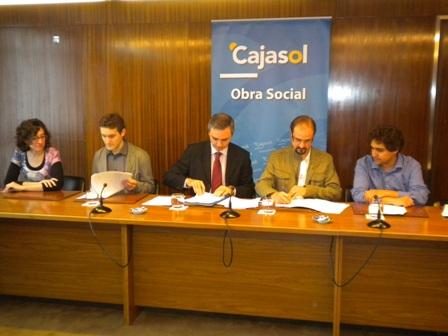 Firma del acuerdo en Cajasol.