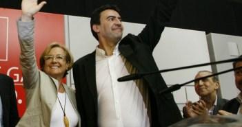 Petronila Guerrero y Mario Jiménez en un mitin.
