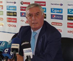 José Miguel de la Corte, ex presidente del Recreativo de Huelva, en rueda de prensa. (J. Pérez)