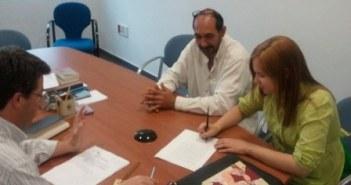 Firma de la candidata ante notario.