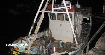 Una de las embarcaciones interceptadas por la Guardia Civil.