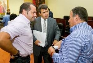 Sánchez Rufo, José Martín y José Villa, durante el pleno de la Diputación. (Julián Pérez).