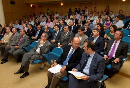 Salón de actos de la FOE en la presentación de la Memoria de AIQB. (Foto: Julián Pérez)