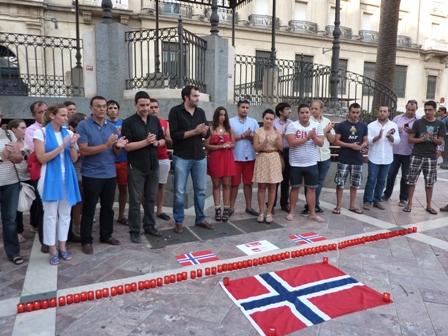 Acto en la plaza de la Monjas en recuerdo de los asesinados.