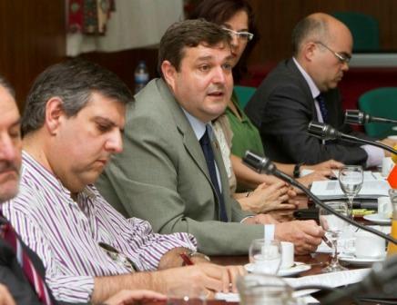 Desayuno informativo del rector y su equipo en la UHU.