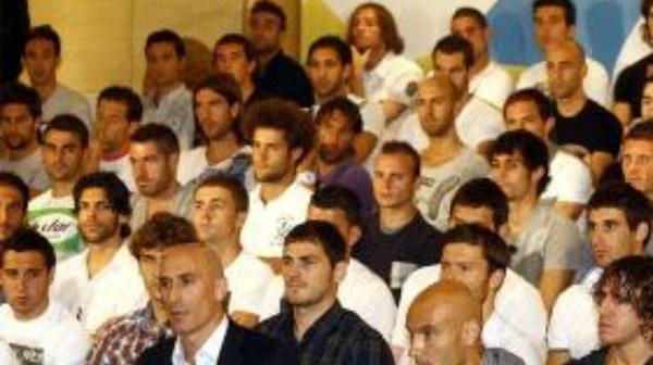Futbolistas profesionales junto a Luis Rubiales, presidente de la AFE.