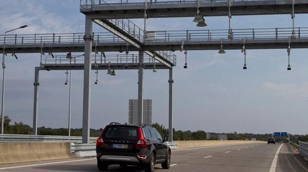Sistema de peaje en la autovía del Algarve por medio de arcos inteligentes. (Julián Pérez)