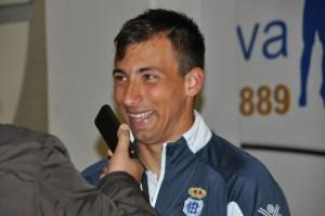 Aitor García atendiendo a los medios al témrino del partido.