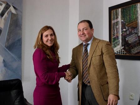 La responsable de UCE Huelva y el alcalde de Aljaraque.
