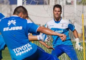 Córcoles dispara ante Alejandro en un entrenamiento. (J. Pérez)