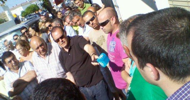 La movilización ciudadana tratando de evitar un desahucio en Trigueros en este año.