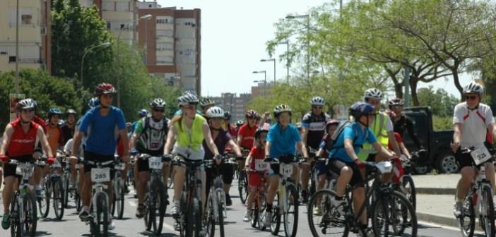 Fiesta de la Bicicleta por las calles de Huelva.