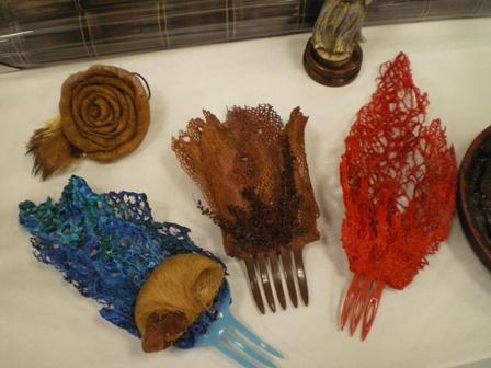 Algunos de los objetos de la muestra en Hinojos.