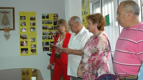 Pilar Miranda -izquierda- y Guadalupe Ruiz -en el centro- durante la celebración del aniversario.