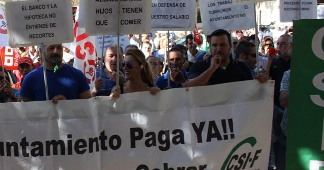 Imagen de archivo de una protesta de los trabajadores del Ayuntamiento de Isla Cristina.
