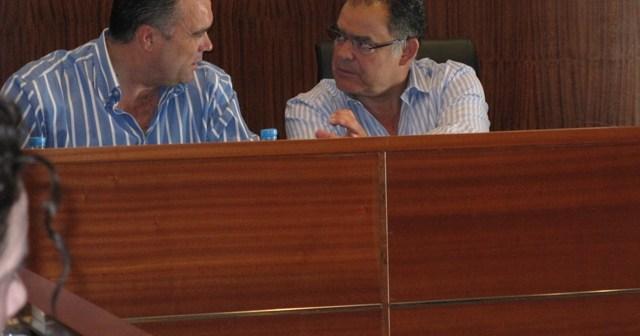 José Carlos Álvarez y Juan Carlos Lagares en el pleno.