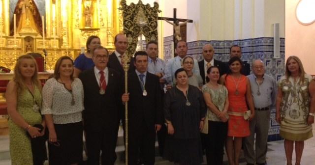El hermano mayor con la Junta de Gobierno y la alcaldes de Isla.