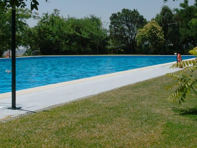 La piscina de paterna oferta un amplio abanico de for Oferta piscinas bricomart