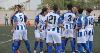Jugadoras del Cajasol Trigueros celebrando la victoria.