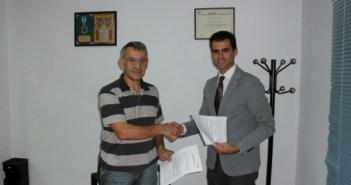 Firma del acuerdo entre abogado y Coopinte.