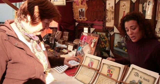 Visitante en el mercado medieval en una pasada edición.