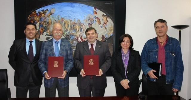 Firmantes del acuerdo para potenciar las jornadas  de puertas abiertas de la UHU.