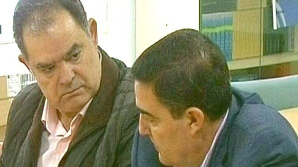 El alcalde de La Palma junto a delegado de Educación.