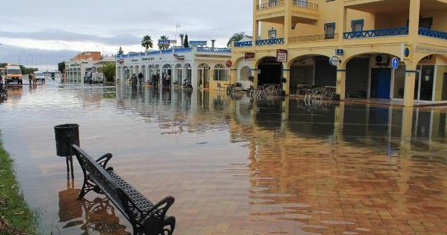 El agua ha provocado imágenes como esta en Isla Canela.