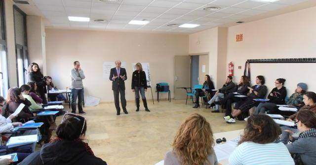 Apertura del taller de cuentos a cargo del alcalde de Huelva.