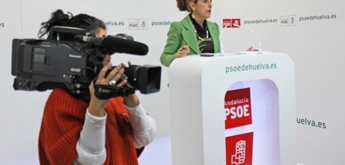 Cinta Castillo en rueda de prensa en la sede del PSOE.