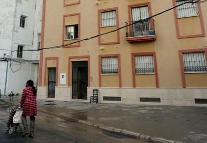 Este bloque de viviendas fue ocupado por un grupo de familias el pasado año al encontrarse sin habitar.