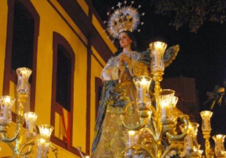 Imagen de la Inmaculada Concepción por las calles de Huelva.