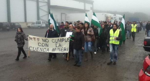 Manifestación del SAT Cuenca Minera ante Riotinto Fruit.