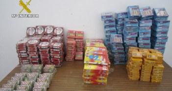 Petardos intervenidos en un bazar chino de Rociana del Condado.