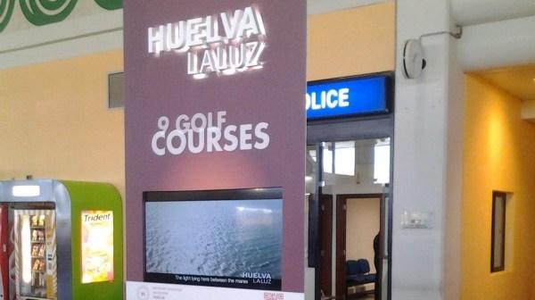 Publicidad del Patronato de Turismo en el Aeropuerto de Faro.