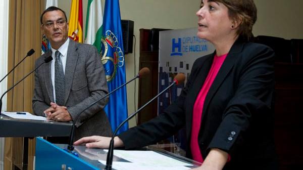 El presidente de la Diputación y la consejera en rueda de prensa. (Julián Pérez)
