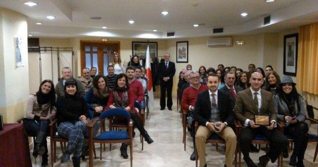 Acto en el que Cruz Roja ha reconocido la colaboración de distintos emprendedores en Huelva.