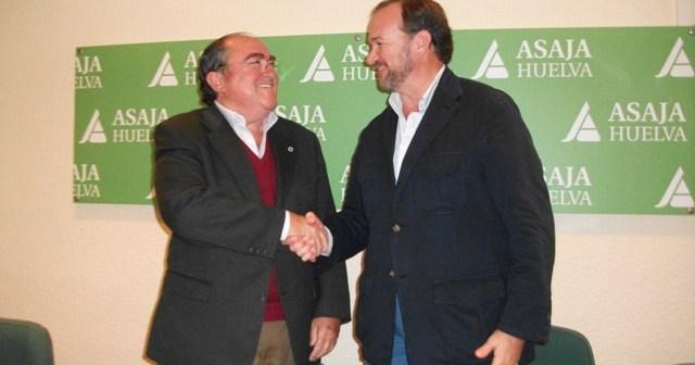 Díaz Cabrera y García Palacios sellan el acuerdo.