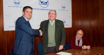 El representante de Comerzzia y el presidente del Banco de Alimentos de Huelva.