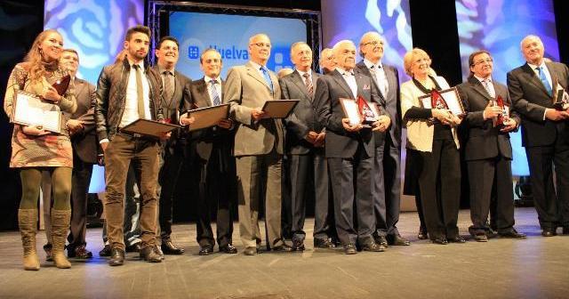 Los galardonados con el premio al onubensismo por Huelva Televisión.