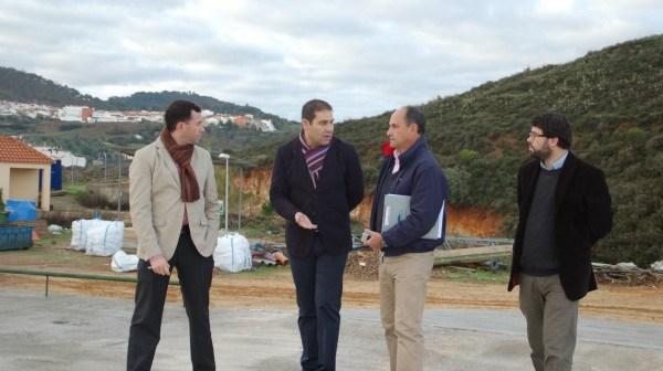 Visita de las autoridades al punto de acopio de residuos de Cortegana.