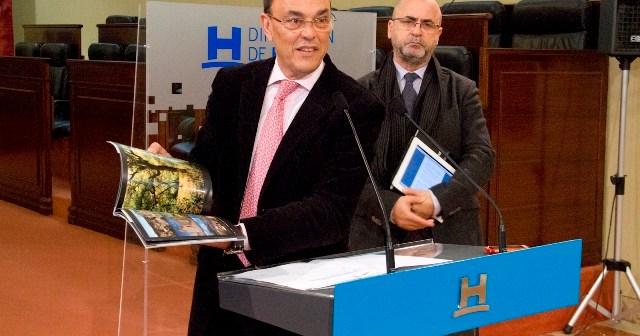 Ignacio Caraballo presenta la guía.