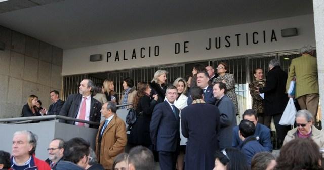 Concentración de los profesionales de la Justicia en la Audiencia Provincial. (Espínola)