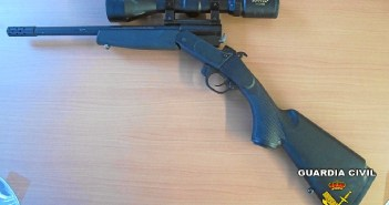 Una de las armas que se han incautado a los cazadores furtivos.