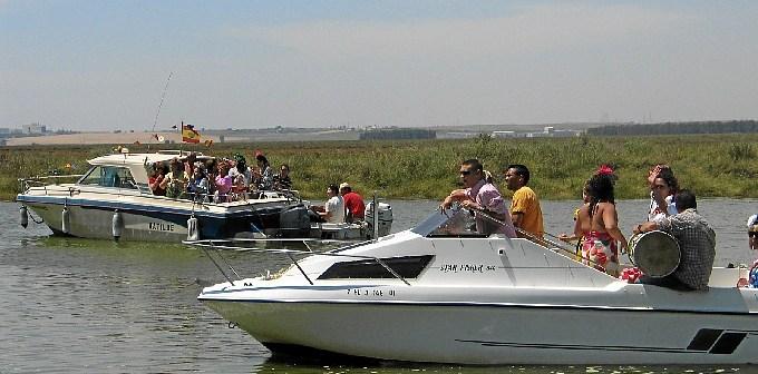 Barcas de Punta Umbría por el Tinto camino a Moguer.
