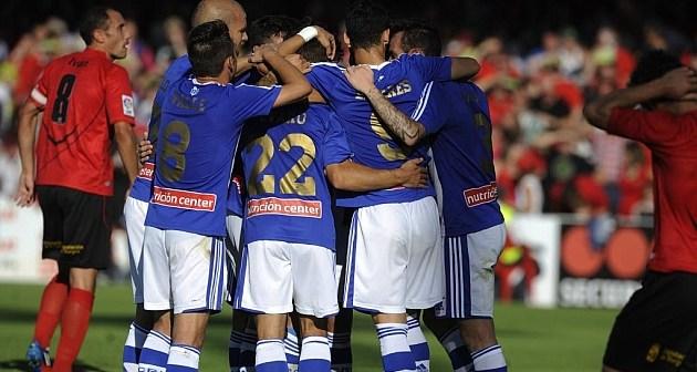 Jugadores del Recreativo celebrando la victoria ante el Mirandés.