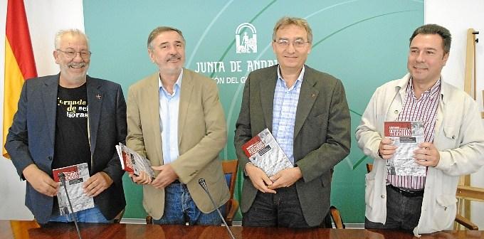 Presentación del libro de Rafael Moreno (primero en la imagen por la derecha).