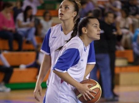 Nerea Raluy y Patri Soler, jugadoras del CB Conquero.