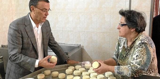 El presidente de la Diputación en la visita que ha realizado a Aracena.